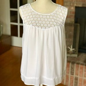 White crocheted Old Navy sleeveless top - Size L